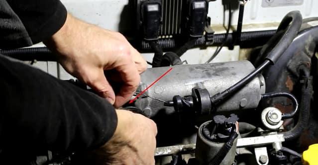 Как поменять трос газа на Ланосе (фото)