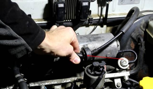Как поменять трос газа на Ланосе (фото 1)