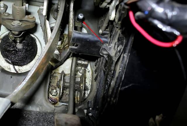 Как поменять трос газа на Ланосе (фото 2)