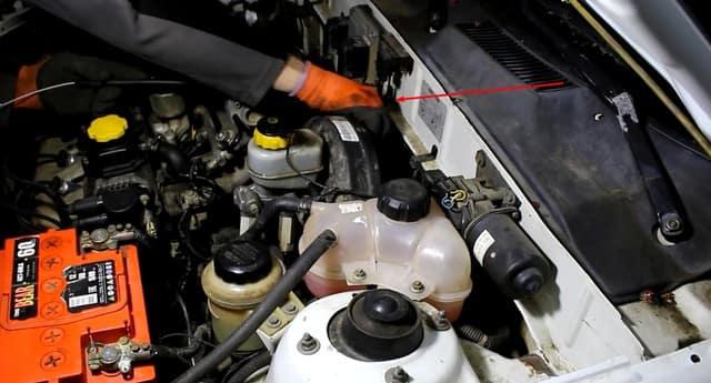Как поменять трос газа на Ланосе (фото 4)