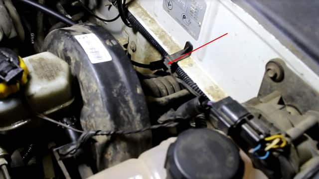 Как поменять трос газа на Ланосе (фото 5)