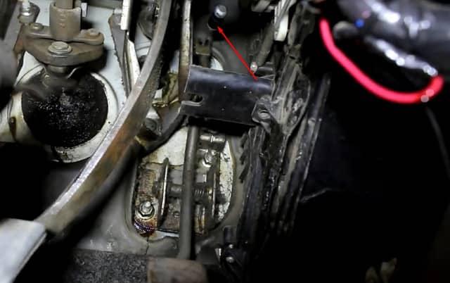 Как поменять трос газа на Ланосе (фото 6)