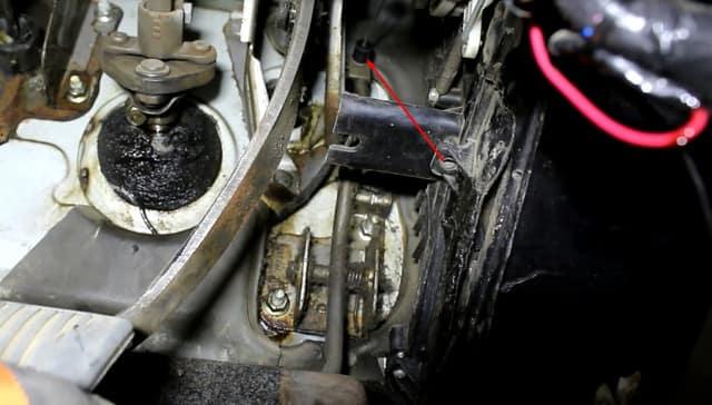 Как поменять трос газа на Ланосе (фото 7)