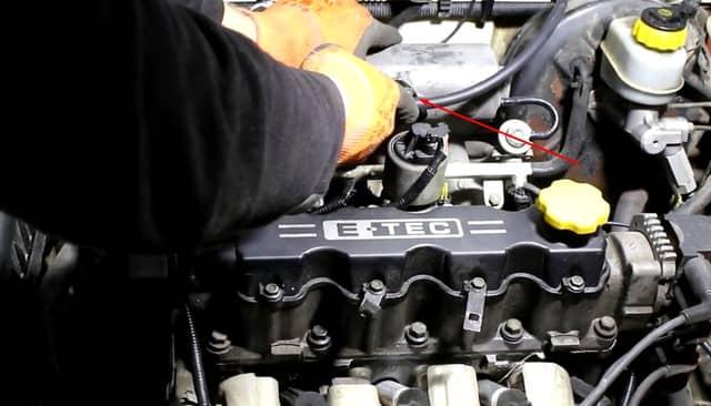 Как поменять трос газа на Ланосе (фото 8)